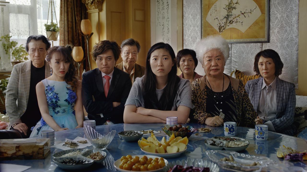 """Aoi Mizuhara, Awkwafina, Diana Lin, Han Dian Chen, Lu Hong dans """"The Farewell"""" (""""L'Adieu"""") de Lulu Wang. [DCM]"""