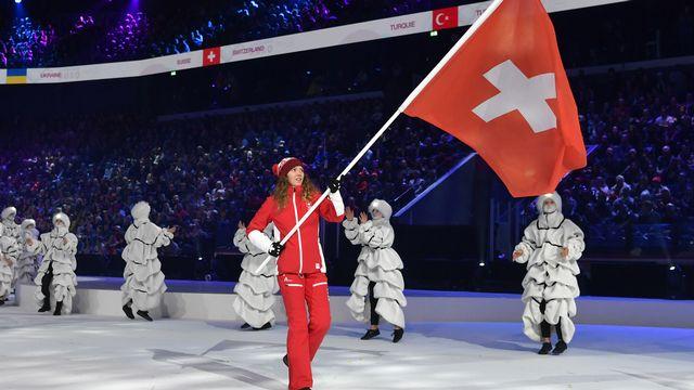 La Leysenoude Thibe Deseyn porte haut le drapeau suisse en ouverture de ces JOJ 2020. [Jean-Christophe Bott - Keystone]