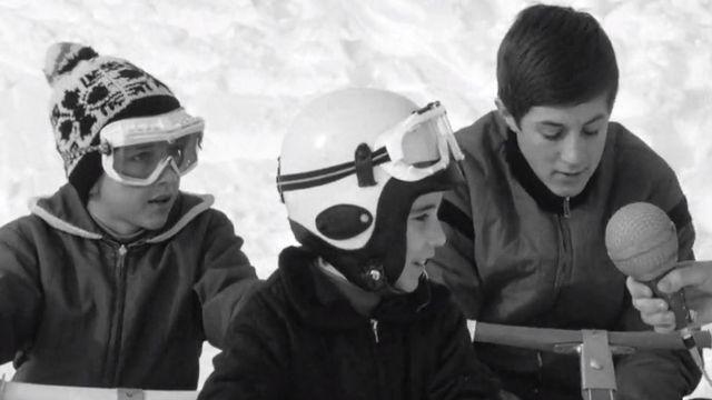 Enfants faisant du skibob à Crans-Montana en 1966. [RTS]