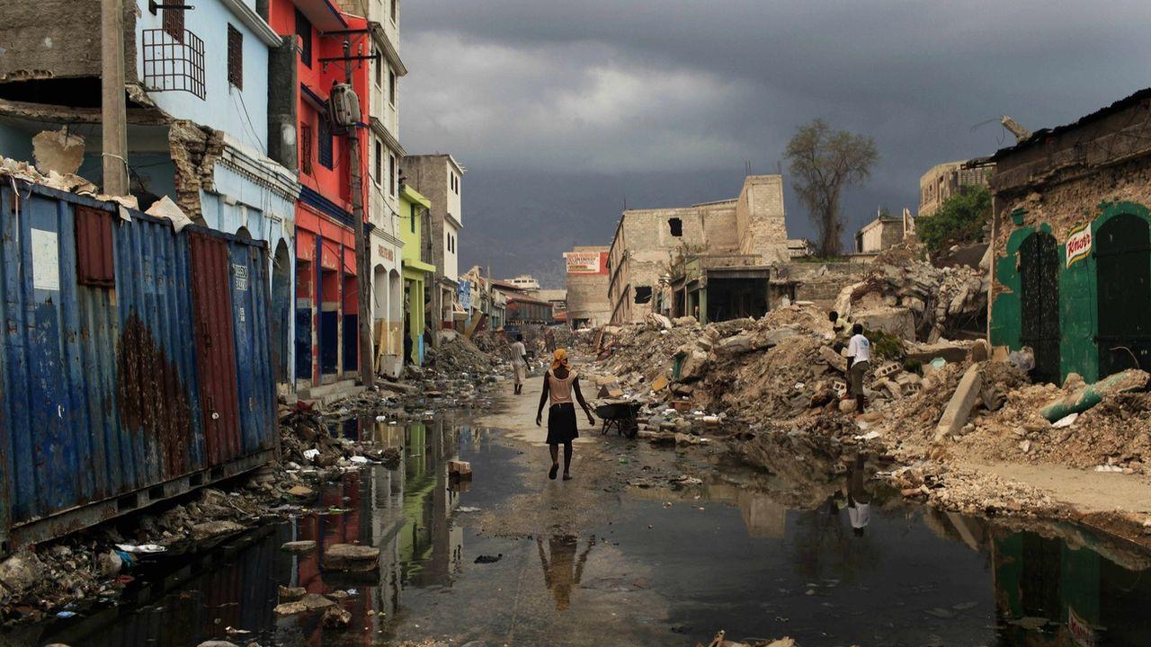 Une rue de Port-au-Prince quelques semaines après le séisme de 2010. [AP/Jorge Saenz - Keystone]