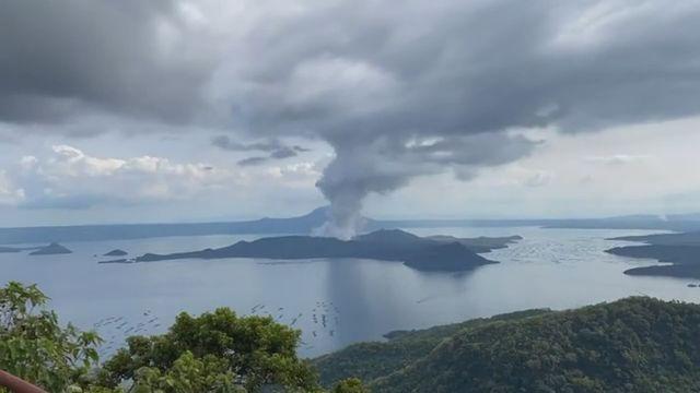 Les sismologues philippins ont enregistré des mouvements de lave sur le Taal, à quelque 65 km au sud de Manille. [RTS]