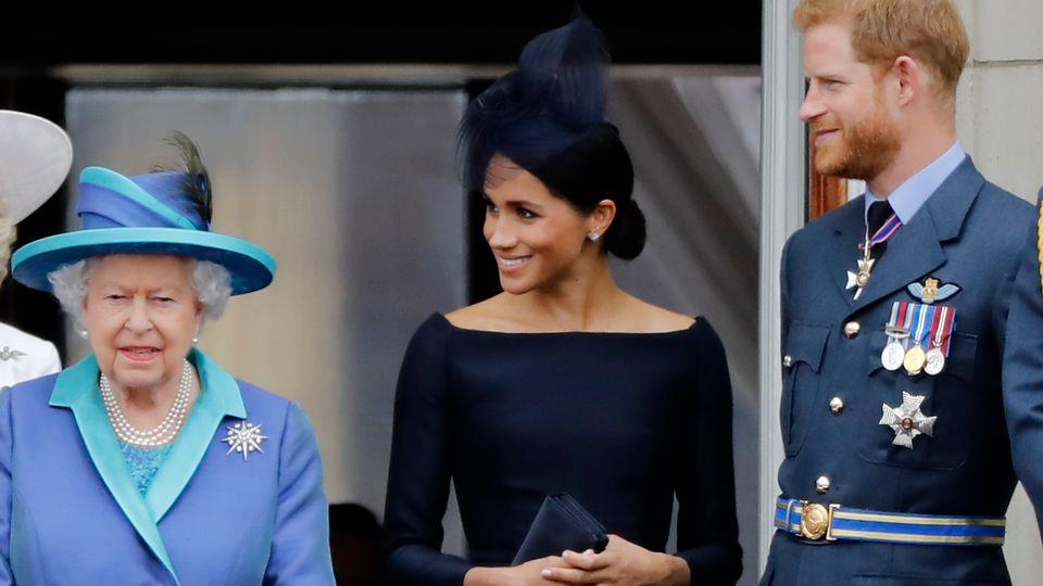 La reine Elizabeth II, Meghan et Harry, le 10 juillet 2018. [Tolga Akmen - afp]
