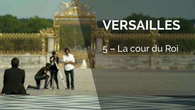 Versailles - La cour du Roi. [Canal+]