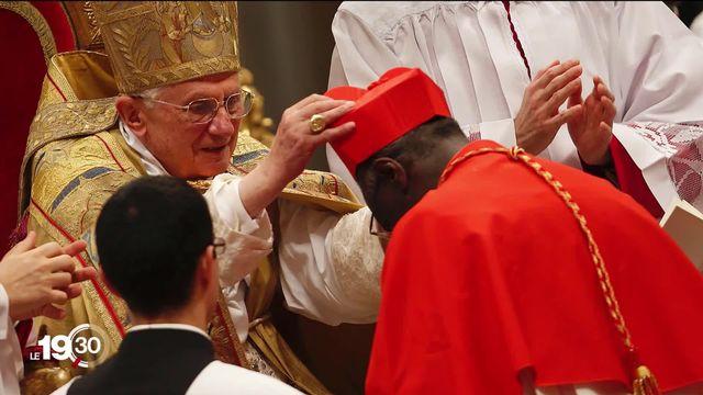 Spectaculaire retournement de situation au Vatican. Le nom de Benoît XVI sera retiré de son ouvrage qui sort demain. [RTS]