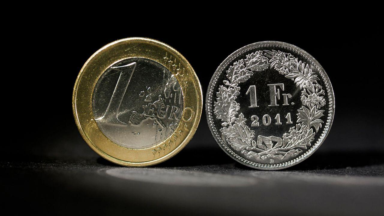 Le 15 janvier 2015, à la surprise quasi générale, la Banque nationale suisse faisait sauter le plancher de 1 franc 20 pour 1 euro. [Martin Ruetschi - Keystone]