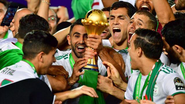 Riyad Mahrez et ses partenaires algériens, vainqueurs de la dernière CAN, en juillet 2019.