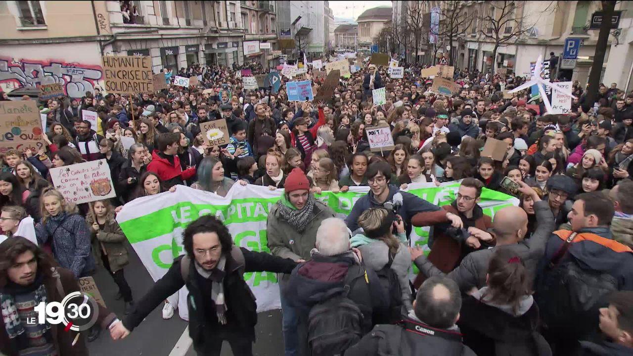 Grande manifestation pro-climat à Lausanne avec la participation de Greta Thunberg. [RTS]