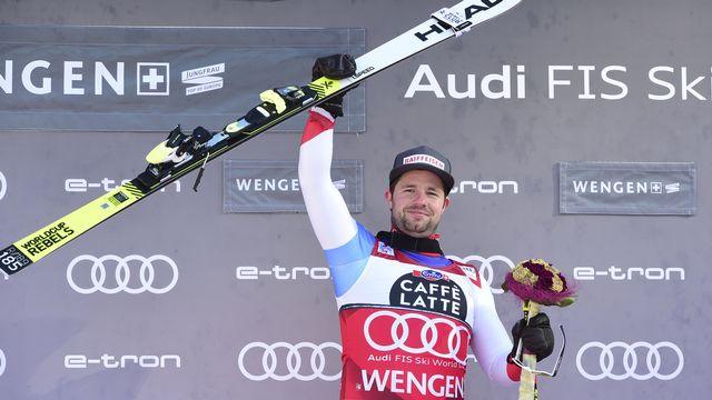 """Beat Feuz victorieux sur """"sa"""" piste face à l'Eiger, au Mönch et à la Jungfrau. [Marco Tacca - AP Photo/Keystone]"""