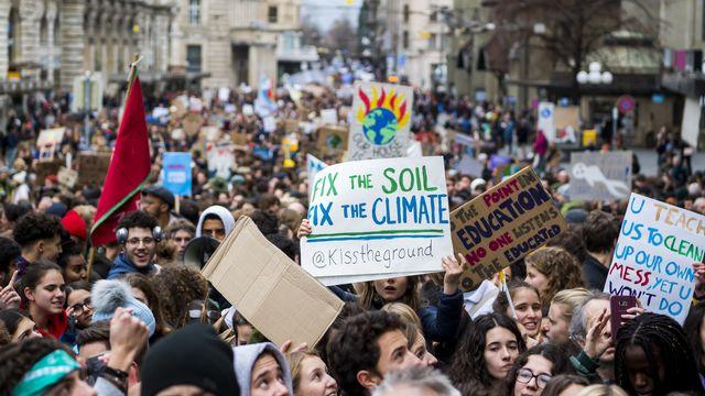 Manifestants climatiques à Lausanne le 17 janvier 2020. [Jean-Christophe Bott - Keystone]