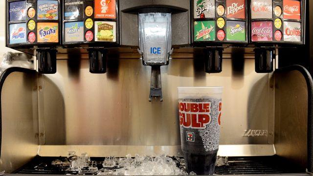 Plusieurs villes ou Etats ont déjà fait le pas de taxer les boissons sucrées, notamment dans le cadre de programmes de lutte contre l'obésité. [Justin Lane - EPA/Keystone]