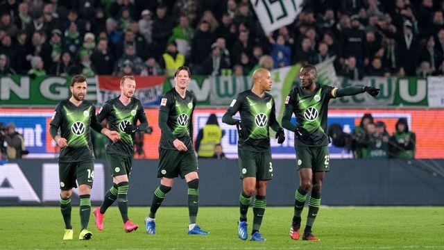 Admir Mehmedi, tout à gauche, a fêté sa réussite avec ses coéquipiers. Avant que le Hertha ne retourne le match... [Peter Steffen - Keystone]
