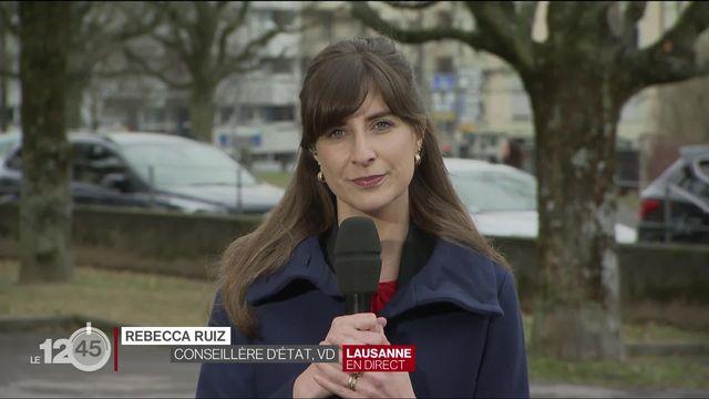 Le canton de Vaud lance une campagne pour prévenir le surendettement des jeunes. Le commentaire de Rebecca Ruiz. [RTS]