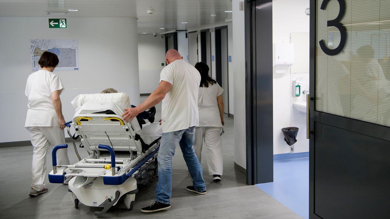 Plus de 38'000 lits sont disponibles dansles hôpitaux helvétiques.  [Jean-Christophe Bott - Keystone]