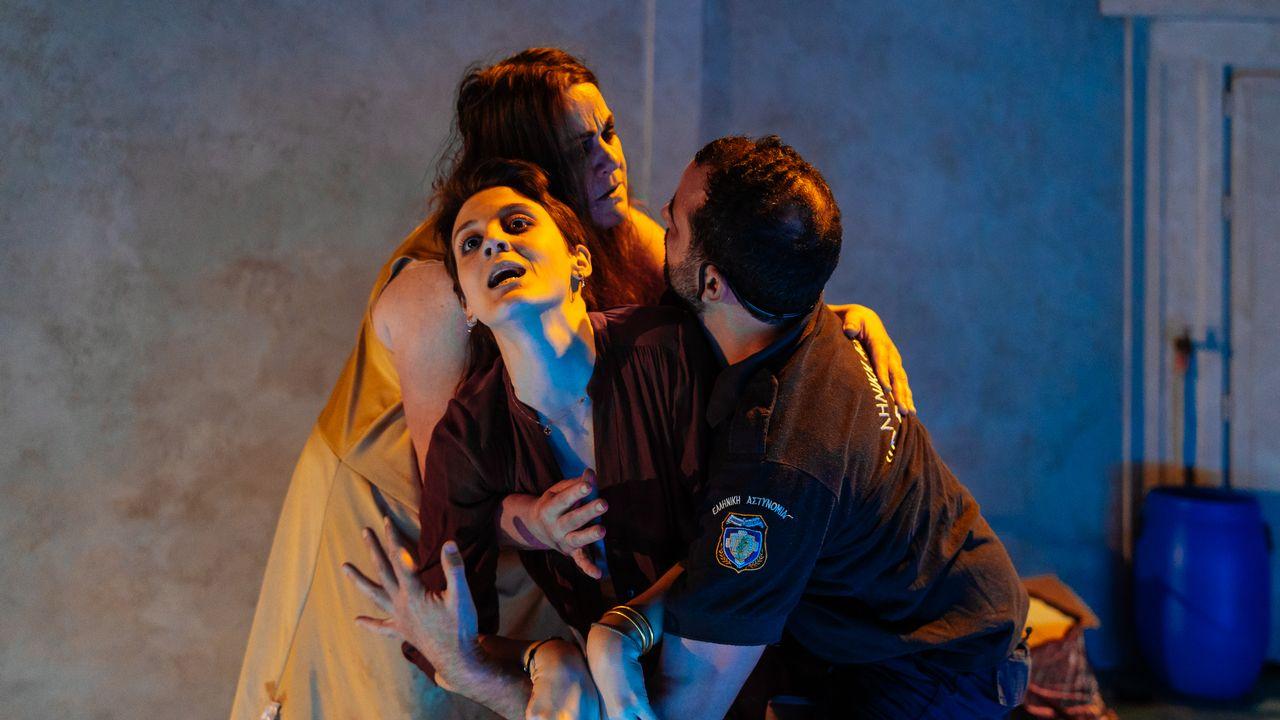 """""""SapphoX"""" de Sarah Jane Moloney, mise en scène signée Anna Lemonaki. [Samuel Rubio - Le Poche]"""