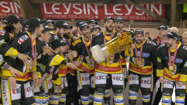 le HC Ajoie fêtant en 2016 sont titre de champion de LNB. [RTS]