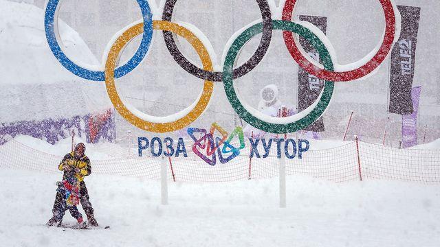La neige a eu raison de la descente dames de Rosa Khutor. [Yuri Kochetkov - AP]