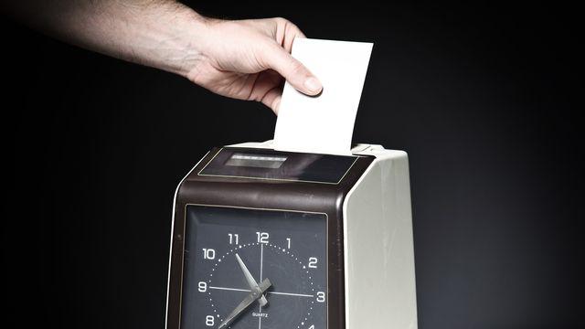 Timbrer ou ne pas timbrer au travail. [jukai5 - Depositphotos]