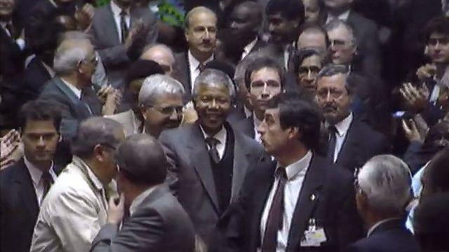 Nelson Mandela à Genève en 1990. [RTS]