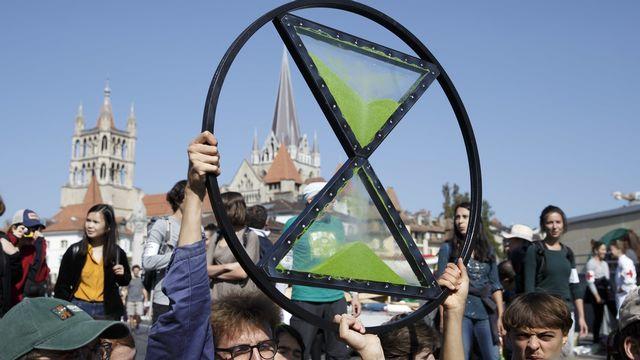 Des militants d'Extinction Rebellion bloquent le pont Bessières à Lausanne, lors d'une manifestation en faveur du climat (20 septembre 2019). [Salvatore Di Nolfi - Keystone]