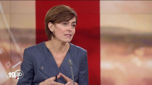 """Esther Mamarbachi, cheffe de la rubrique politique: """"La grande question, c'est de savoir si les autorités suisses savaient."""" [RTS]"""