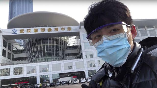 """En Chine, des """"journalistes-citoyens"""" racontent la prise en charge de l'épidémie du coronavirus par le gouvernement, jugée chaotique. [Chen Qiushi - Courtesy of Chen Qiushi via AP/Keystone]"""