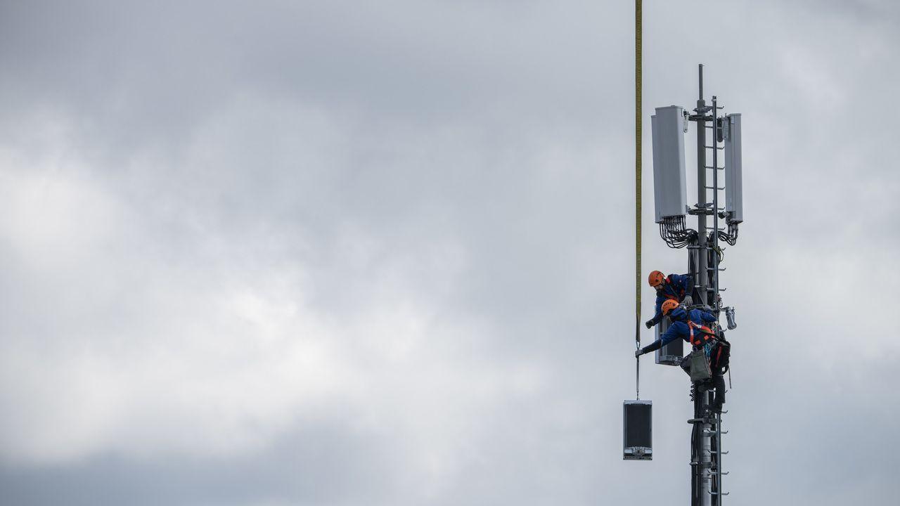 Le déploiement rapide et parfois brutal de la 5G en Suisse et dans le monde rencontre dans plusieurs pays une opposition citoyenne de plus en plus massive. [Peter Klaunzer - Keystone]