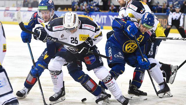 Grosse bataille entre Davosiens (en bleu) et Léventins (en blanc). [Gian Ehrenzeller - Keystone]