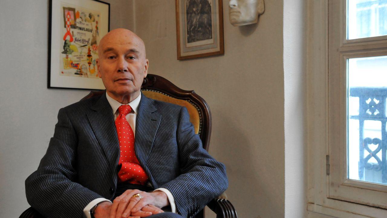 Gabriel Matzneff dans son domicile du Quartier Latin à Paris, janvier 2009. [Marc Charuel - afp/photo12]