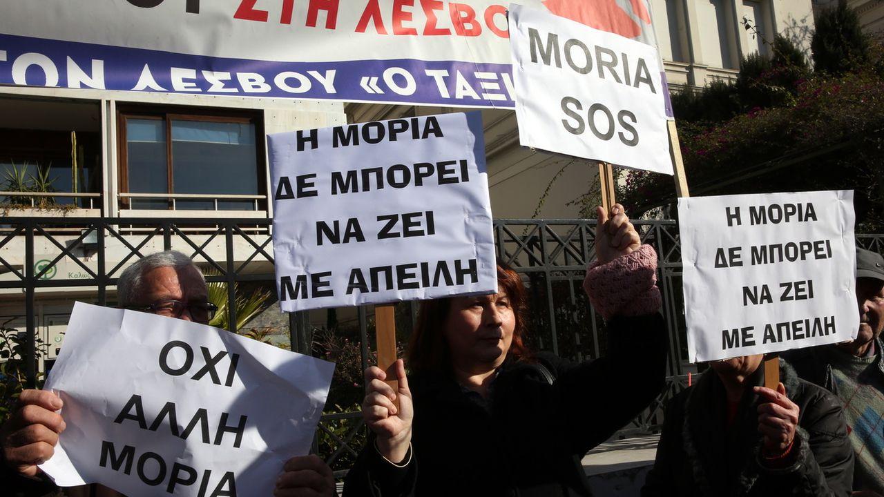 Les insulaires grecs manifestent à Athènes contre les camps de migrants. [Orestis Panagiotou - Keystone]