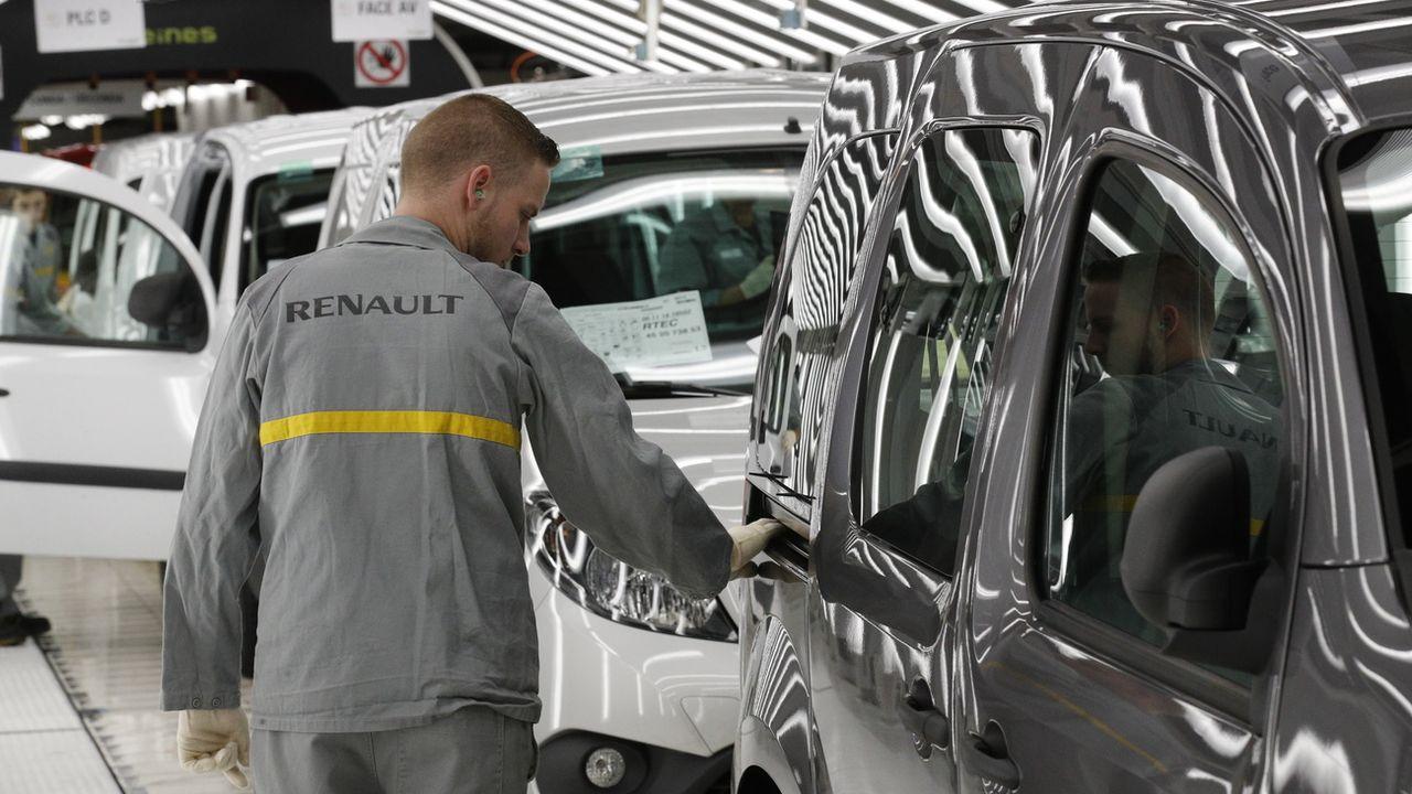 Un ouvrier de l'usine Renault de Mabeuge, dans le nord de la France. [Francois Mori - AP/Keystone]