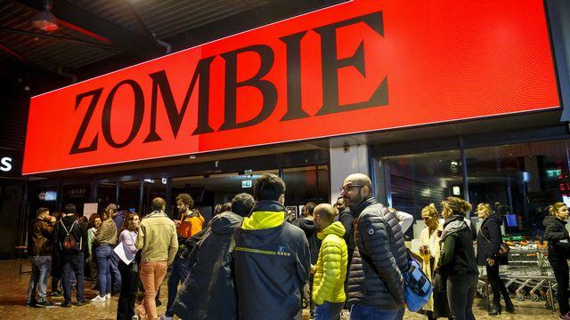 L'immense centre commercial de Balexert a été envahi de zombies. [Salvatore Di Nolfi - Keystone]