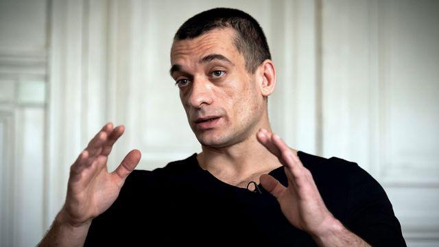 L'artiste russe Piotr Pavlenski chez son avocat à Paris, 14.02.2020. [Lionel Bonaventure - AFP]
