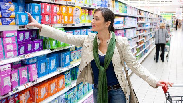 Une personne réglée dépenserait plus de 4ʹ000 francs sur toute une vie en utilisant des serviettes hygiéniques. [Burger / Phanie - AFP]