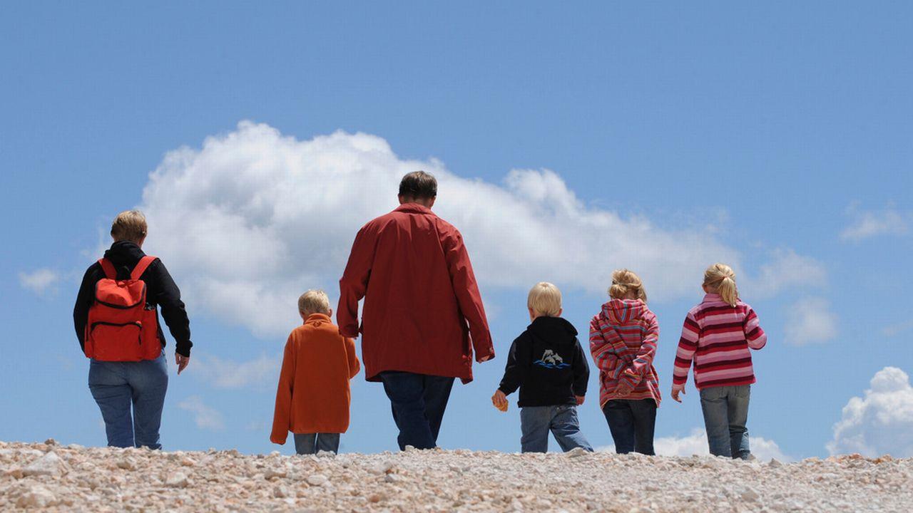 Les familles sont particulièrement touchées par les dettes. [Christof Stache - AP/Keystone]