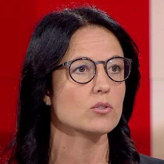 """Caroline Dayer, docteure et chercheuse en sciences sociales: """"On ne peut même pas parler d'un congé parental en Suisse"""" [RTS]"""