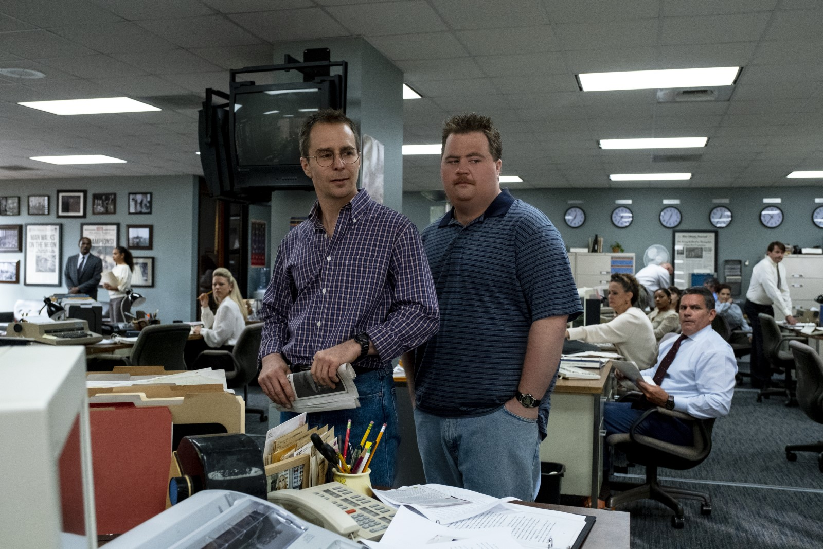 "Paul Walter Hauser et Sam Rockwell dans ""Le cas Richard Jewell""."