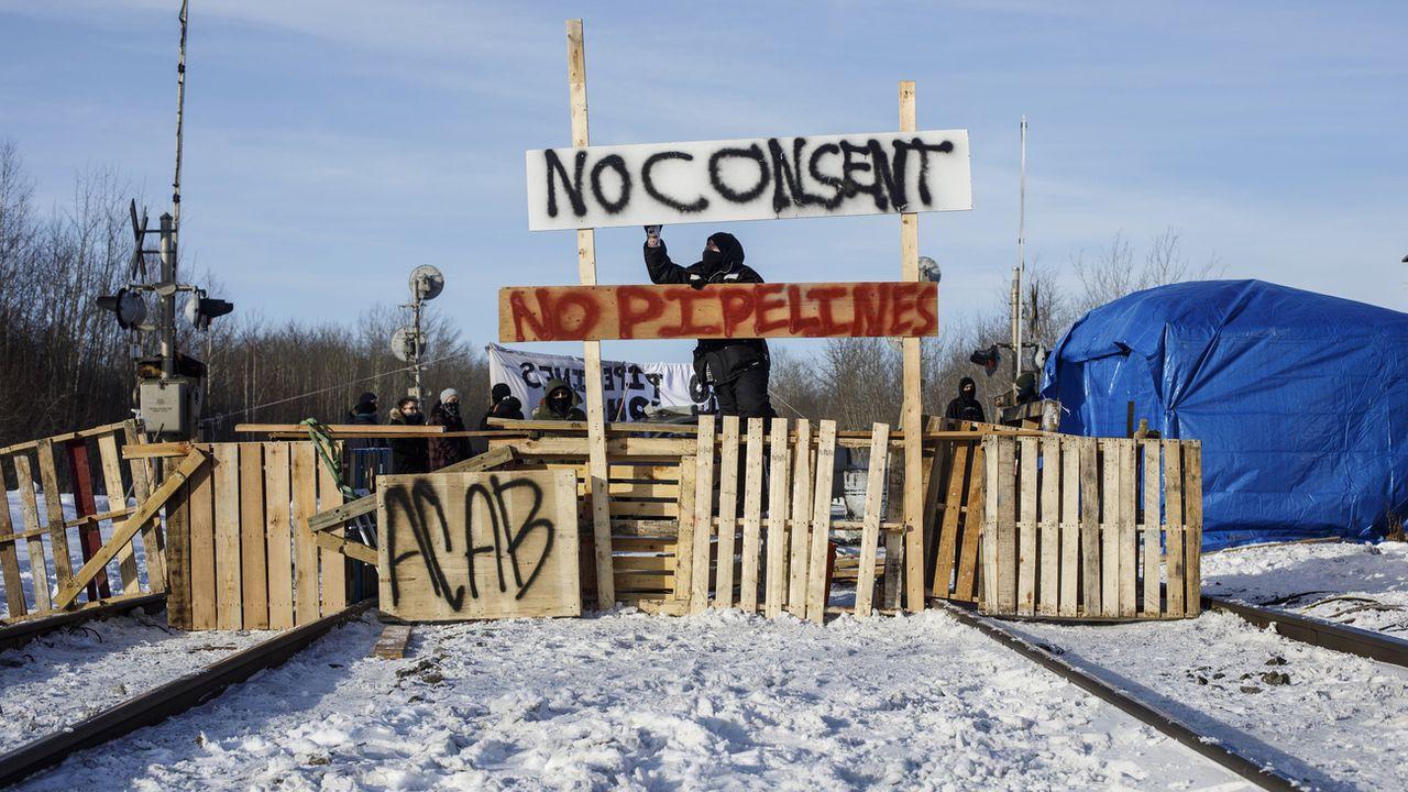 Des blocages ferroviaires pour manifester contre un oléoduc au Canada. [Jason Franson/AP - Keystone]