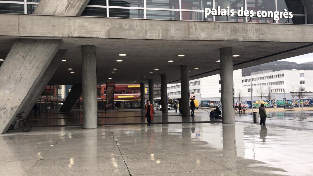 Le Palais des Congrès de Bienne, photographié en février 2020. [Joëlle Cachin - RTS]