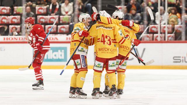 Bienne a largement battu Davos pour se qualifier pour les playoffs. [Cyril Zingaro - Keystone]