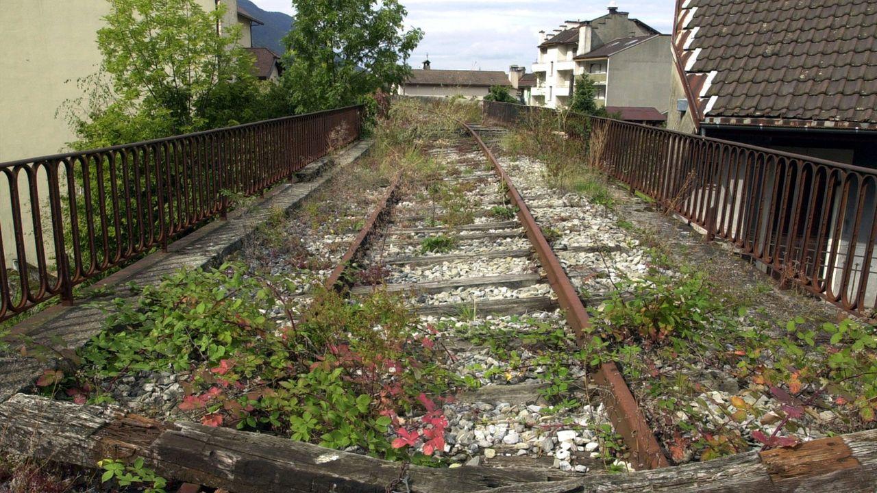 Les rails de la ligne ferroviaire du Tonkin à la frontière entre Suisse et France à St-Gingolph. [Andree-Noelle Pot - Keystone]