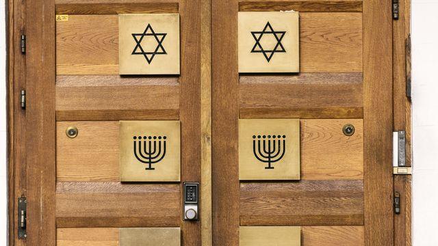S'ils reculent sur Internet, les actes graves contre des juifs augmentent. [Christian Beutler - Keystone ]
