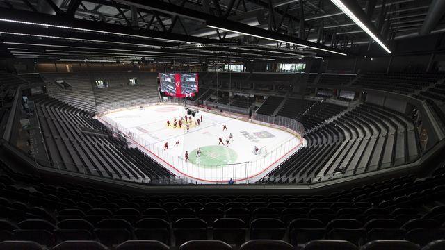 Les patinoires de National League vont se vider lors des prochaines rencontres, en raison des mesures prises par le Conseil fédéral. [Laurent Gilliéron - Keystone]
