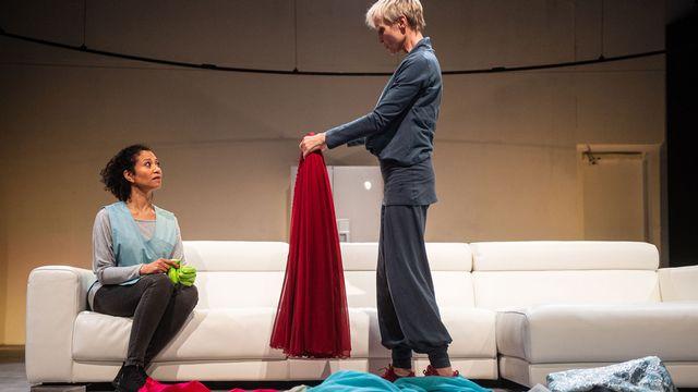 """Mariama Sylla dans le spectacle """"Pièces en plastique"""" au Théâtre Alchimic, à Carouge. [Carole Parodi - alchimic.ch]"""