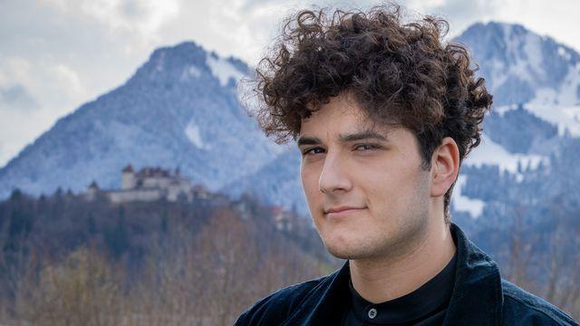 Le Fribourgeois Gjon's Tears représentera la Suisse à l'Eurovision (vidéo) [Laurent Bleuze - RTS]