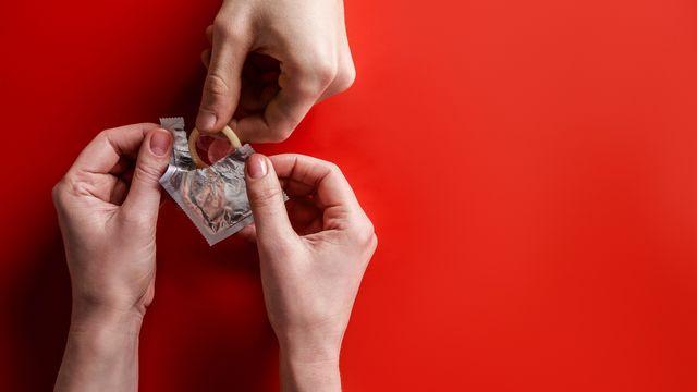 Souvent mal aimé des couples, le préservatif est fiable uniquement lorsqu'il est bien utilisé. [KateNovikova - Depositphotos]