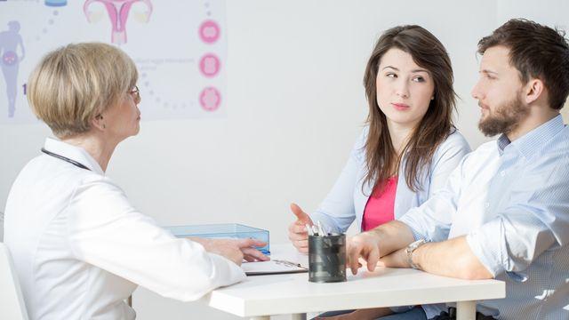 En 2020, certains hommes choisissent de sʹimpliquer dans la gestion de la contraception. [photographee.eu - Depositphotos]