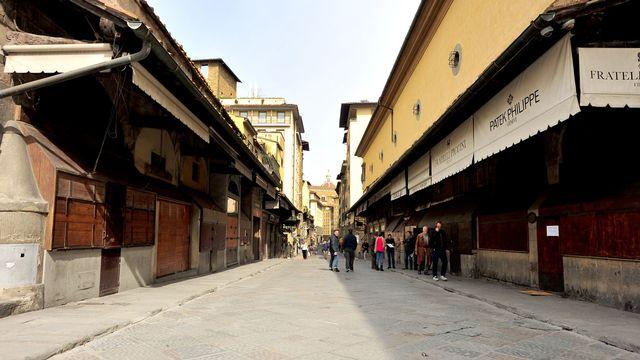 Les fameuses bijouteries du Ponte Vecchio à Florence ont gardé portes closes. [ennifer Lorenzini/LaPresse via AP - Keystone]