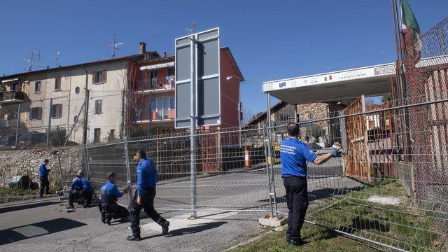 Afin de faciliter les contrôles dans les points restants, neuf douanes entre le Tessin et l'Italie ont été fermés mercredi [Davide Agosta - Keystone]