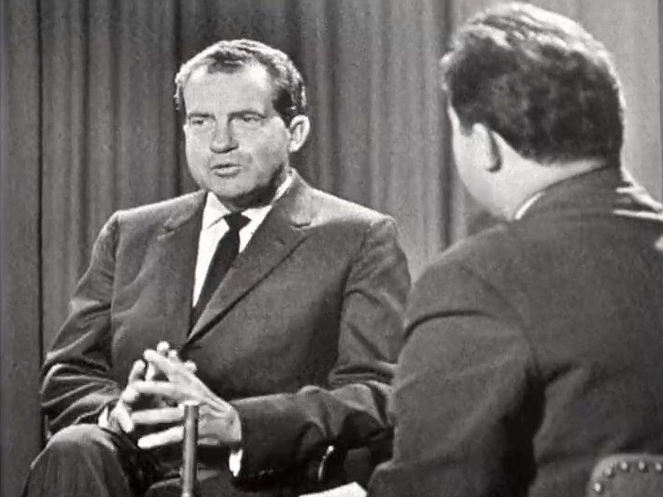 Richard Nixon sur le plateau de la TSR face à Georges Kleinmann. [RTS]