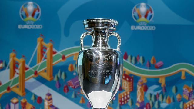 Le trophée Henri Delaunay restera plus longtemps que prévu la propriété du Portugal. [Salvatore Di Nolfi - Keystone]